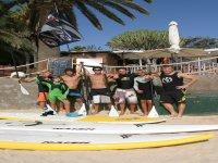 Preparados para la clase de paddle Surf