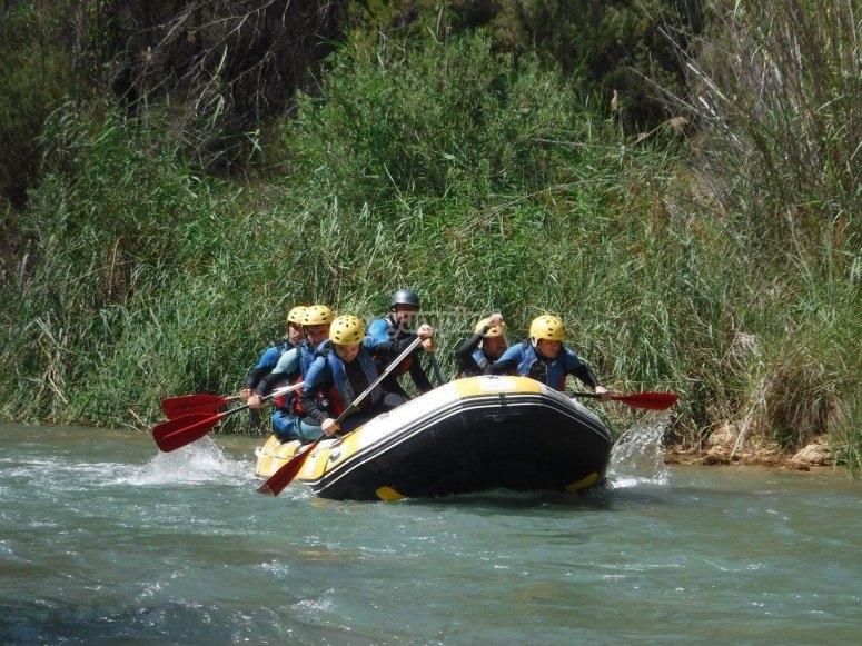 在Cabriel河上漂流