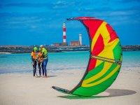 Colocandose el equipo de kite
