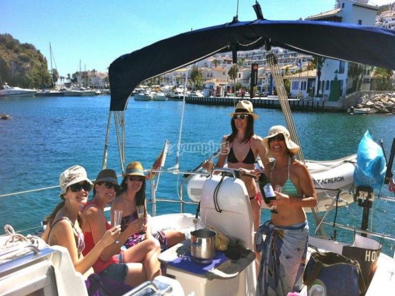 Paseo en barco con comida en marina del este 6h ofertas - Cocinas el barco granada ...