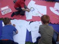 Pintando camisetas