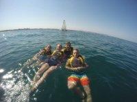 Alumnos en el agua