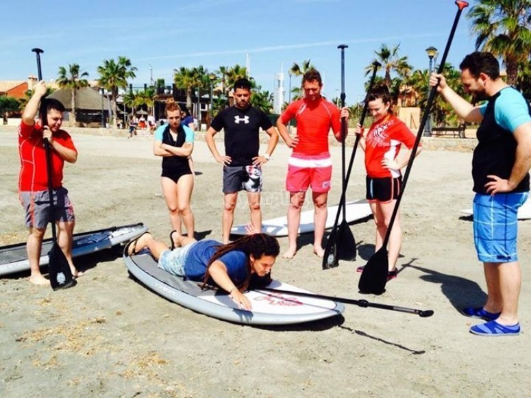 Learning stand up paddle surfing techniques