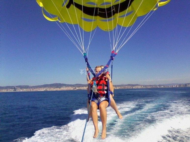 Elevando el parasailing
