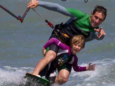 风筝冲浪为父母和孩子们开始,Los Narejos