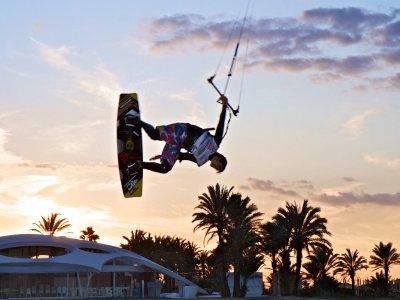 在Los Narejos进行风筝冲浪,2小时