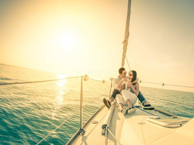 Paseo en velero para parejas en Cádiz