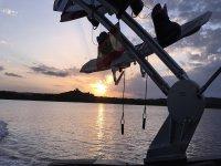 Esquí acuático al atardecer en Menorca