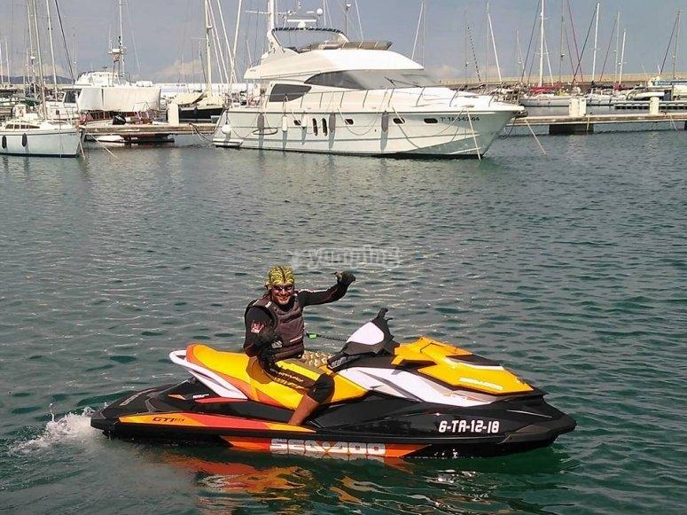 Partiendo del puerto de Cambrils en la moto de agua