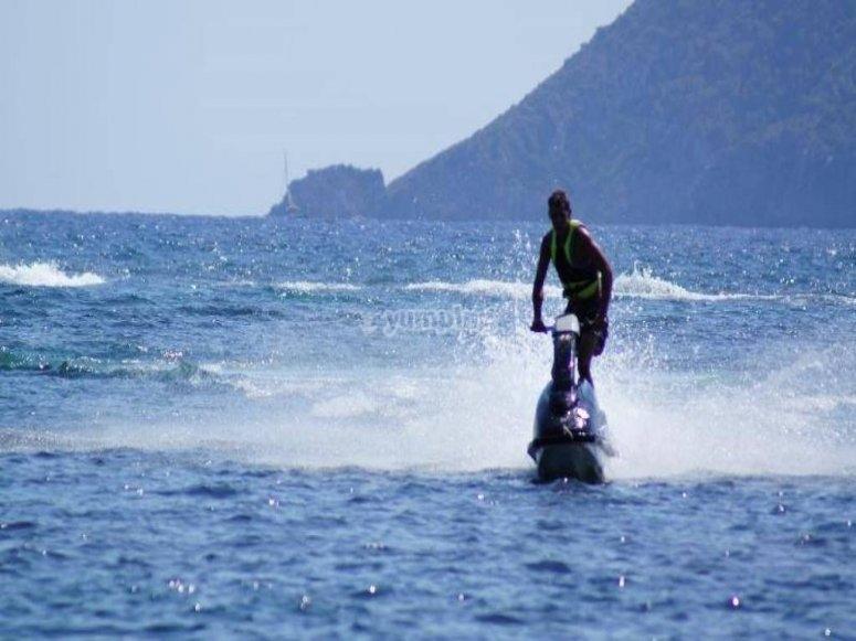 Destreza sobre la moto de agua