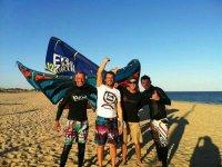 Practicantes de kitesurf