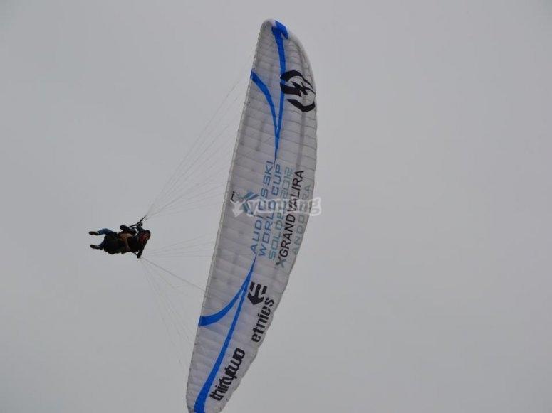 Sesion de vuelo en parapente en Vizcaya