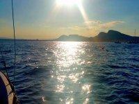 双体船的日落游览