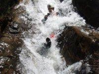 Bajando por el tobogan de agua