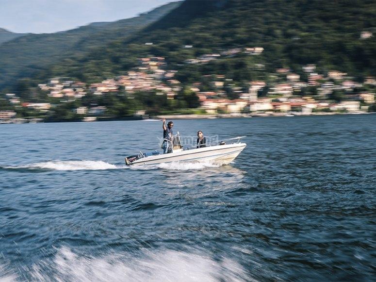 Disfrutando de un alquiler de barco