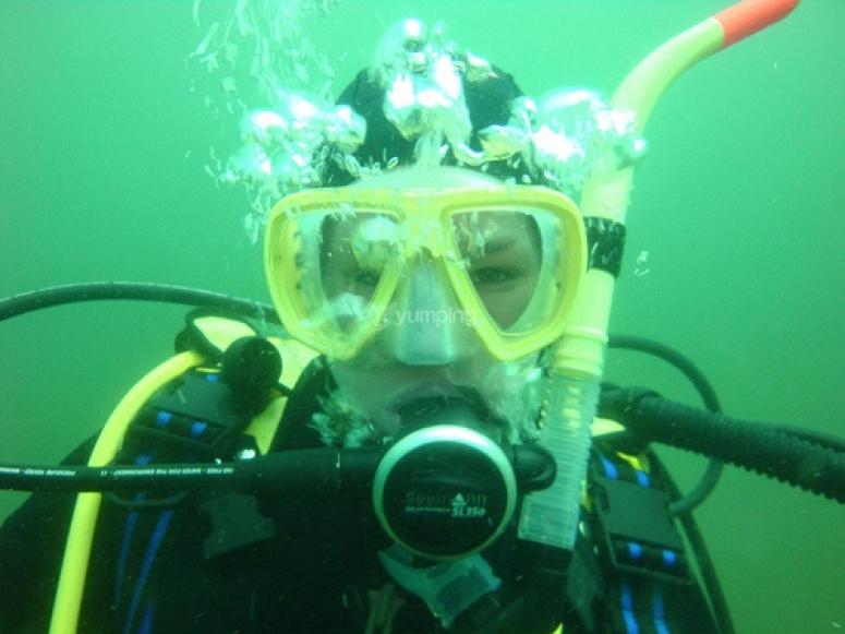 在海底呼吸