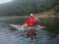 Pescador en kayak individual