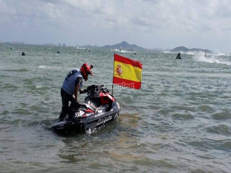 Preparado para la ruta en moto de agua