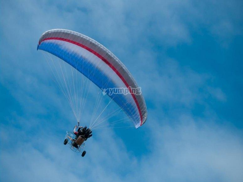 Volando en paratrike