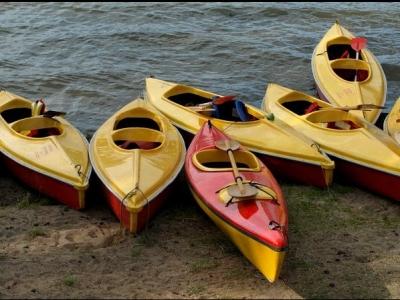 在马贝拉租用双人皮划艇,1小时