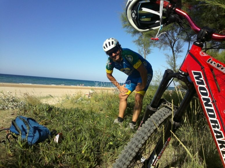 Ruta en bicicleta por playa de Ris