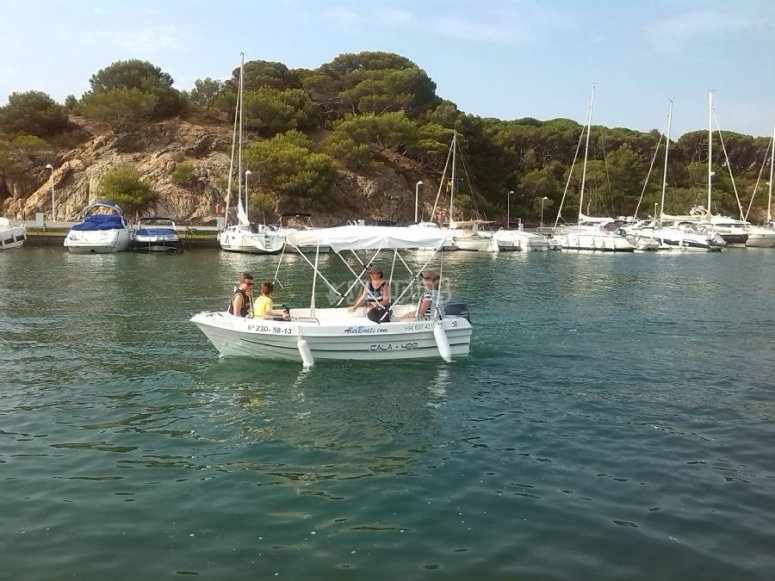 Boat rental without license Costa Brava