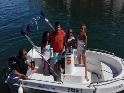 Alquiler de barco sin licencia en Platja d'Aro 4h