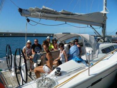 Giro in barca a vela a Marina Rubicon, 4 ore