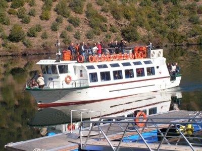 乘船游览葡萄牙,享用午餐和导游