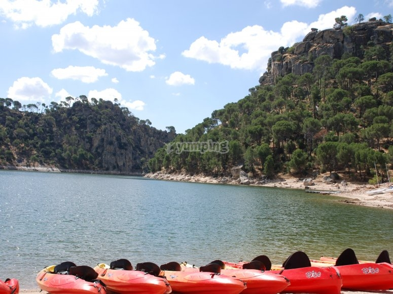 Sedersi in cima Kayak