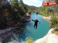 Salto de varios metros en el barranco