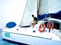 在甲板帆船放宽到德岛罗伯士