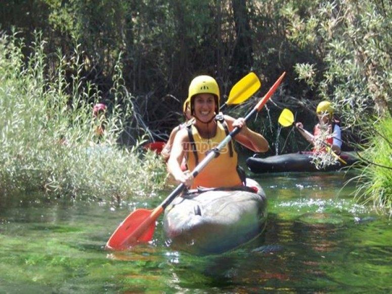 realizando kayak