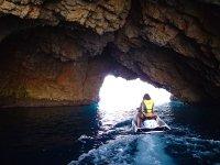 Moto de agua en cueva