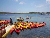 Flotta di kayak a Fornells