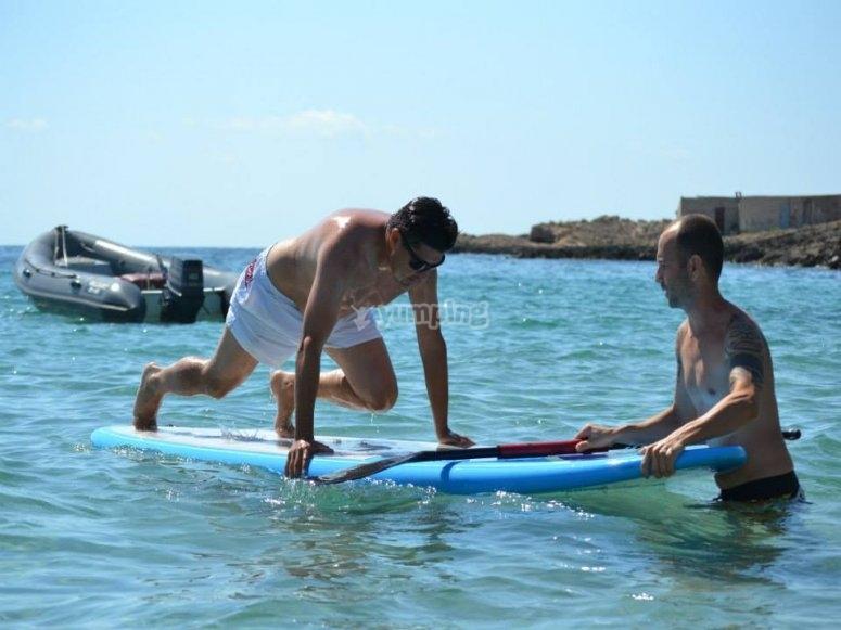 haciendo paddle surf en ibiza