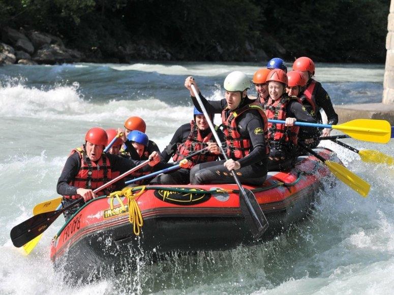 Descendiendo con el raft en el Alto Tajo