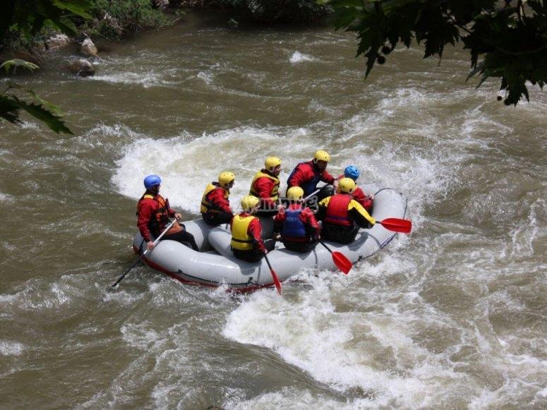 Enfrentandonos a aguas bravas en Alto Tajo