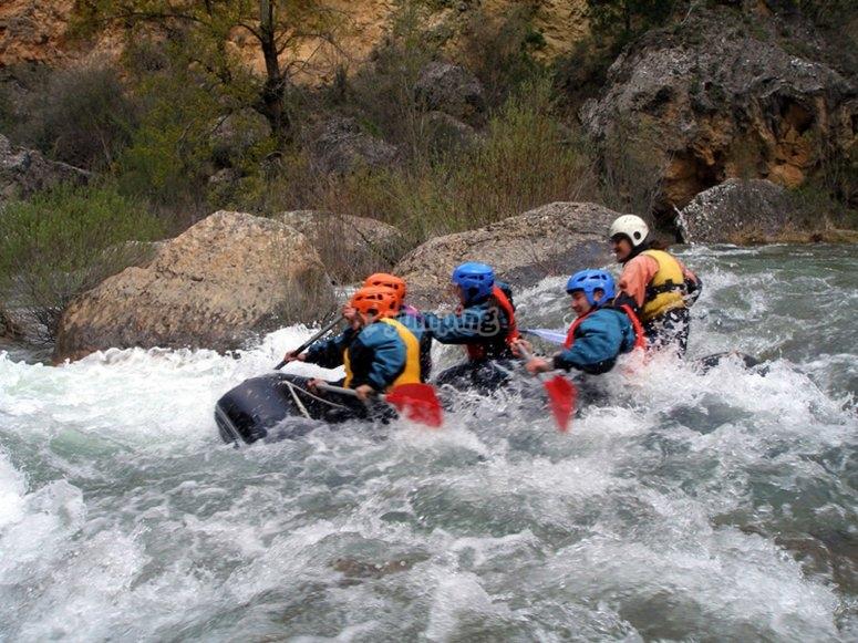 Rafting entre rapidos del Alto Tajo
