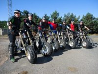 Protegidos con cascos en las bicis