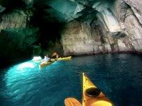 Kayaks en las cuevas