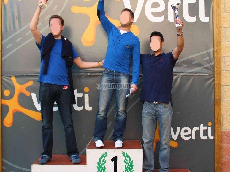 Vencedores en el podium