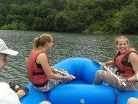 En la balsa de rafting