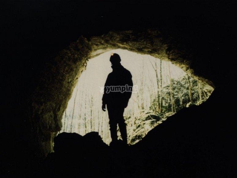 A guy starting the speleology activity