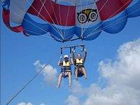 Emocion colgados del parasailing