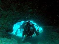 Descubriendo cuevas en el fondo marino