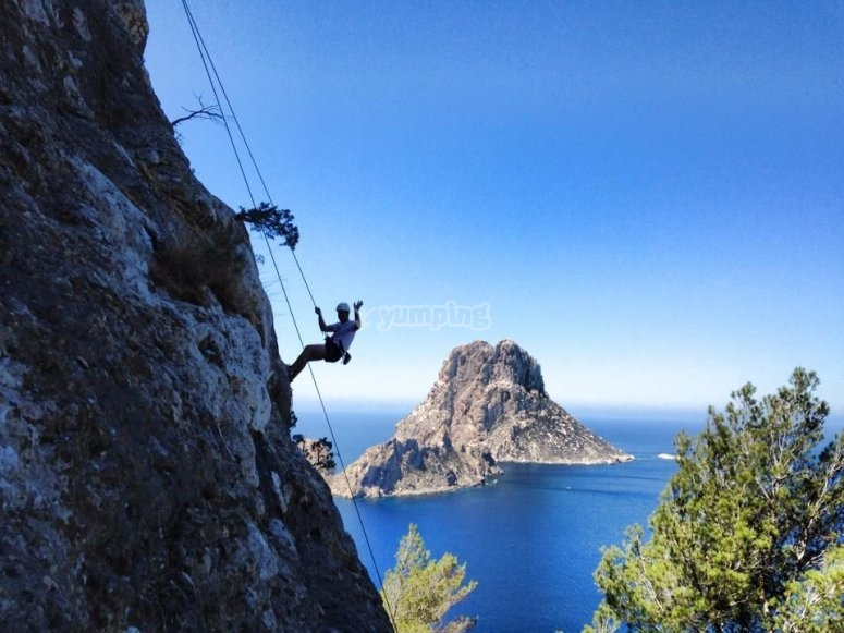 Escalando en la costa de Ibiza