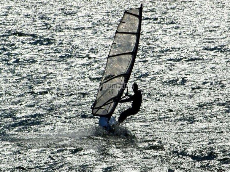 Windsurfing in Playa de Calabardina