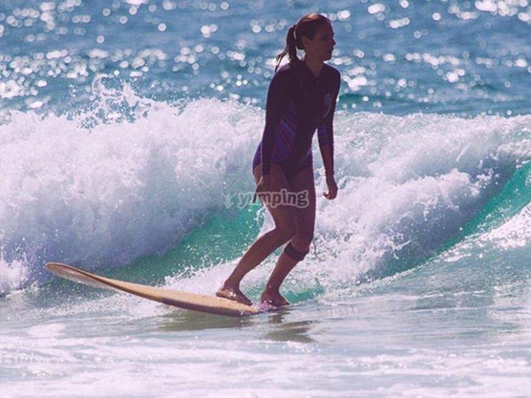 Curso de surf en playa de Águilas