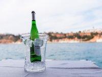 为乘船游览准备的香槟